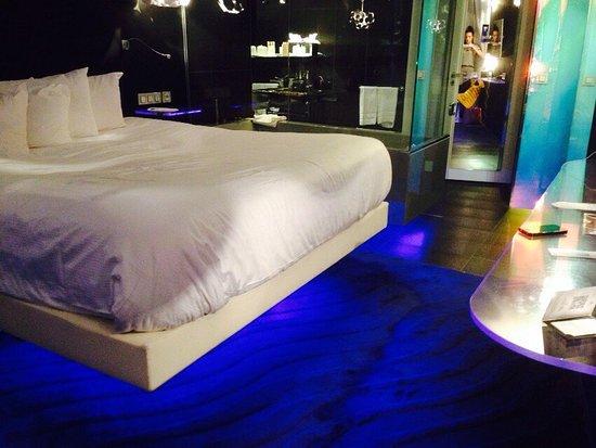 Seven Hotel Paris: Très bel hôtel design. Jolies prestations. Accueil agréable mais simple par une jeune réceptionn
