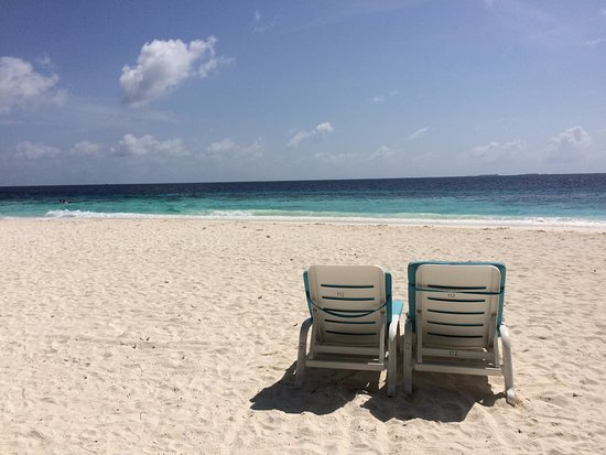 Fihalhohi Island Resort: Beach on the island