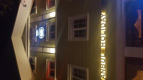Istanbul Holiday Hotel : 20161112_213151_large.jpg