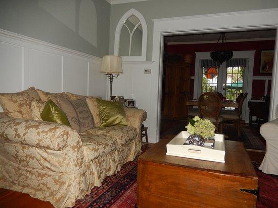 Auld Dublin Guest House: Guest lounge