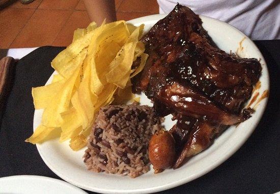 Don Parrillon: La comida ha bajado la calidad, la parrillada (cerdo, pollo y res) no estaba muy buena. El sabor