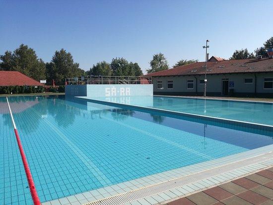 Hegyko, Hongrie : piscina con acqua termale a 24-26 gradi