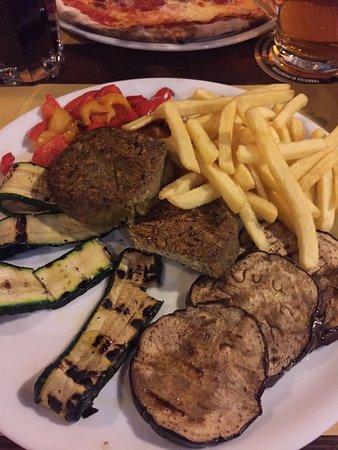 Fabbrica di Pedavena: Piatto vegetariano con hamburger di spinaci! Squisito