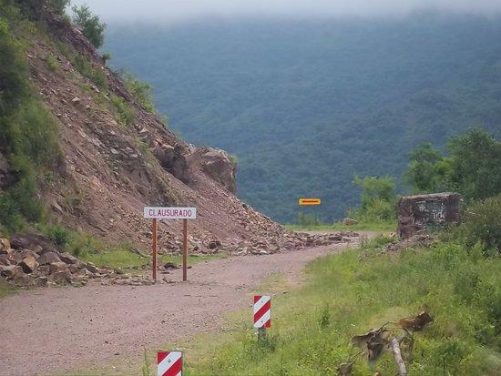 Derrumbes en el camino cerca del Mirador Termas de Reyes