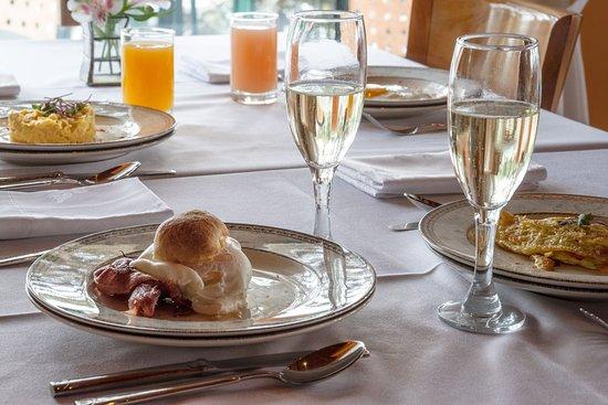 Charming - Luxury Lodge & Private Spa: Desayuno - Menú de huevos y espumante