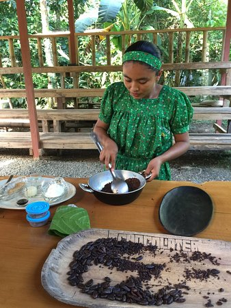 Hone Creek, Costa Rica: Making chocolate