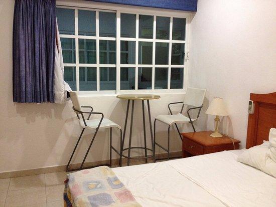 Hotel Xbulu-Ha: Finestra camera zero privacy che da sul corridoio e altra camere