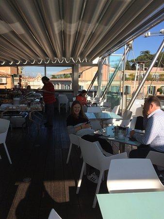Hi-Res Restaurant: photo1.jpg