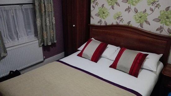 My Place Dublin Hotel: Koffer hatte im Bad Platz..