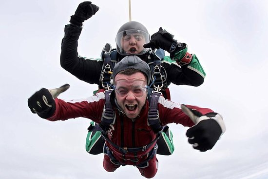 Garvagh, UK: One of the most important things to remember; Skydiving is all about looking cool!