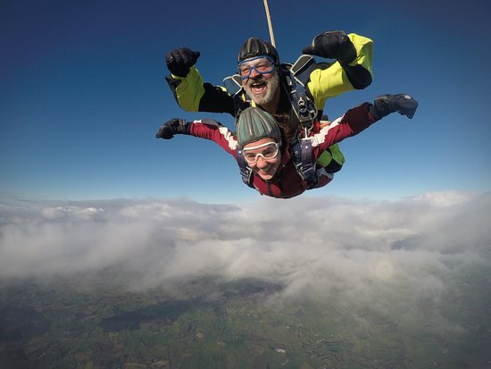 Garvagh, UK: We can't tell who is enjoying the skydive more! Big smiles and blue skies at Skydive Wild Geese