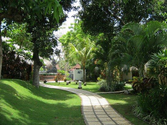 Kubu, Endonezya: Weg zur Base