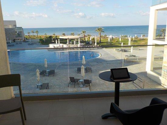 Amphora Hotel & Suites: Utsikten från balkongen suite 424