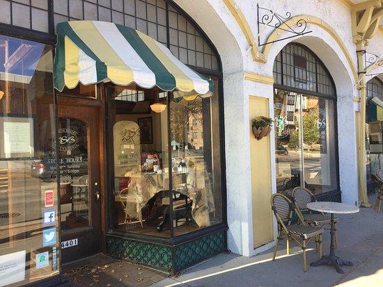 Shorewood, WI: Best croissants in Milwaukee. Delightful French bistro.