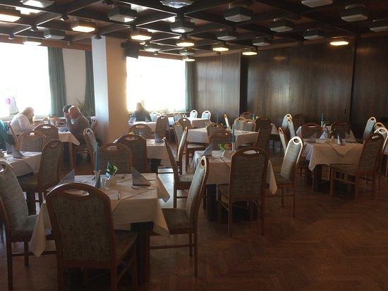 Hotel Lugsteinhof: Blick von außen und in den Speisesaal