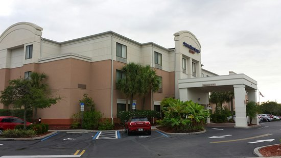 SpringHill Suites St. Petersburg Clearwater: Visão do hall de entrada