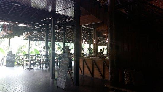 Сепилок, Малайзия: Bar