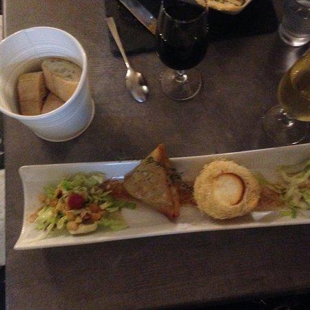 Le Moliere: Chèvre + salad + baguette + red wine! Mmmmmmm!