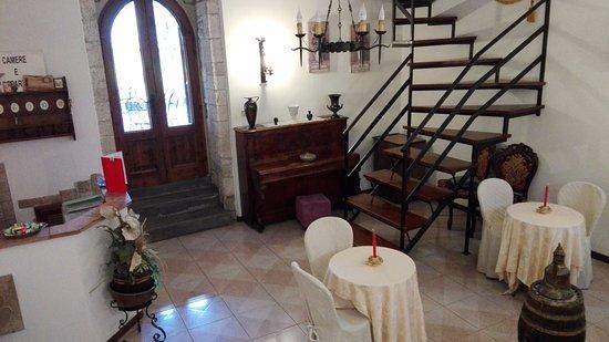 Residenza di Via Piccardi: reception e sala colazione