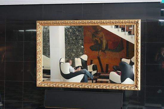 Hotel Florida: hall d'entrée ... une vue dans le miroir