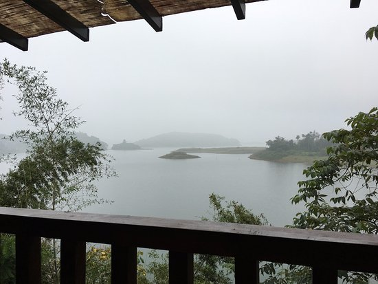 Wayanad Silverwoods Resorts: view of the reservoir from the room