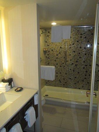 Sheraton Grand Chicago: Bathroom