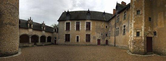 Château de Fougeres-sur-Bievre