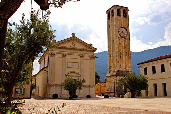 Pove del Grappa, Italia: Piazza di Pove