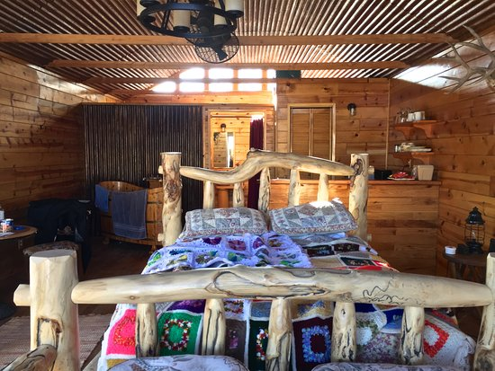 Beatty, NV: Inside the 'Rustic Cabin'