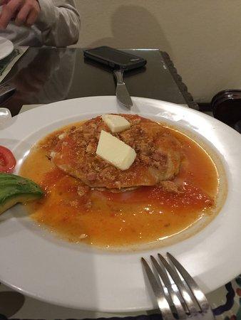 Hotel Alonso 10 : Excelente la comida y el servicio de primera !!
