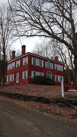 Hickory Ridge House Bed & Breakfast Inn: Colonial house over 200 years old