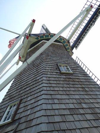 Windmill Island Gardens: Windmill tour