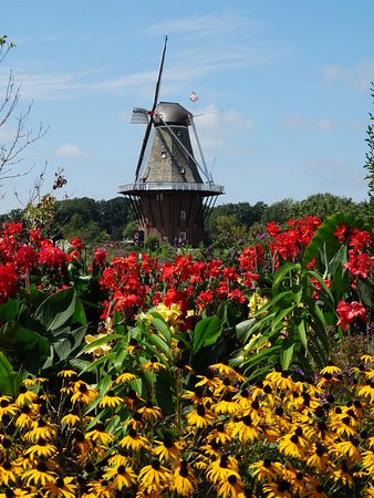 Windmill Island Gardens: Beautiful setting