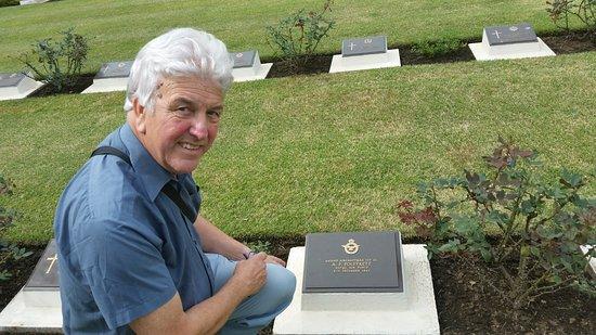 Yokohama War Cemetery : Visiting my Uncles grave