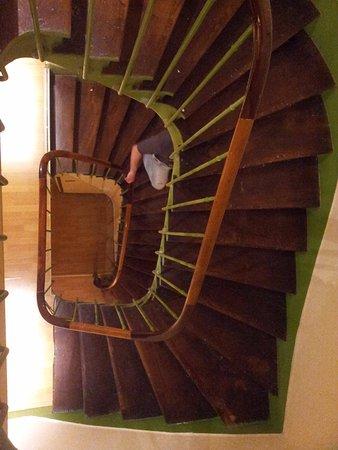 Hotel Mirific Opera : лестница