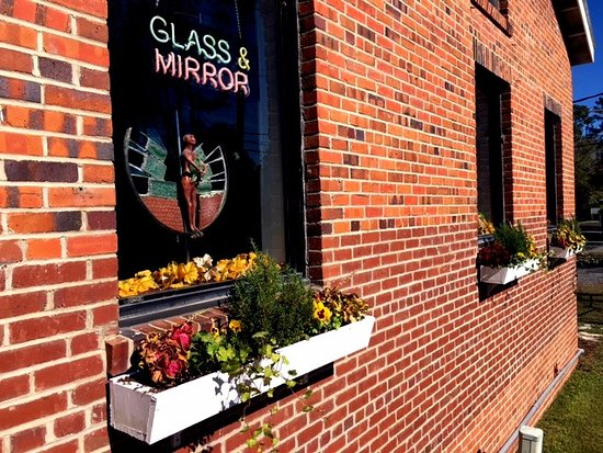 Conway Glass is located at 708 12th Ave, just 13 miles from Myrtle Beach, SC