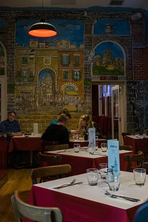 Enzo's Ristorante: The main dining room in Enzo's in Adelaide