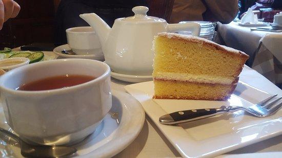 Patisserie Deux Amis: Victoria Sponge Cake