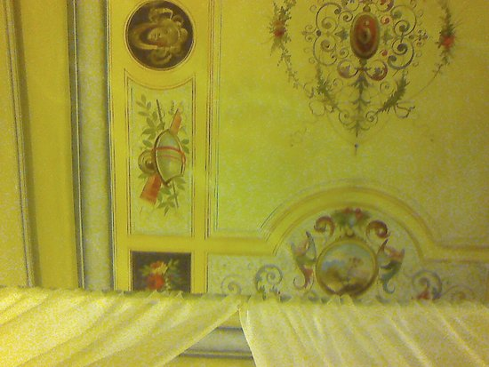 Novella House: ceiling with frescoes