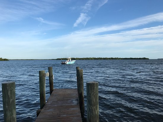 Cabbage Key Inn: Departing from the dock at the Osprey cottage