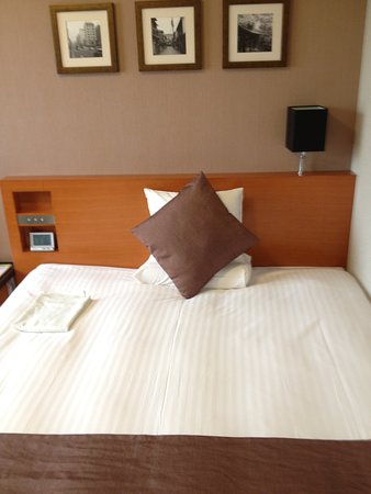 Hotel MyStays Kyoto Shijo: シングルルームがダブルルーム料金で2倍(二人分)の価格でした。