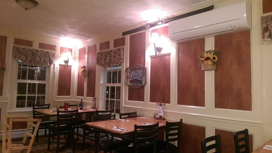 McGrath's Tavern: Charming dinning room