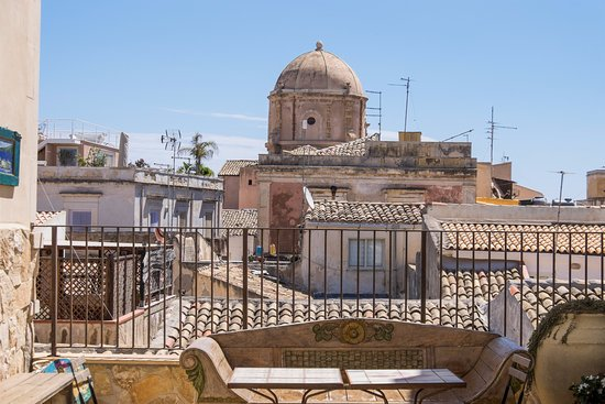 Charme hotel henry 39 s house updated 2018 prices reviews for Siracusa hotels ortigia