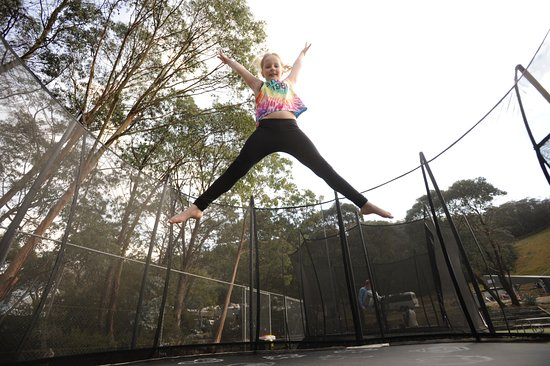 Boali Lodge : Trampolining for the kids