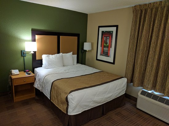 Extended Stay America - Austin - Downtown - Town Lake: Studio room with one queen bed.