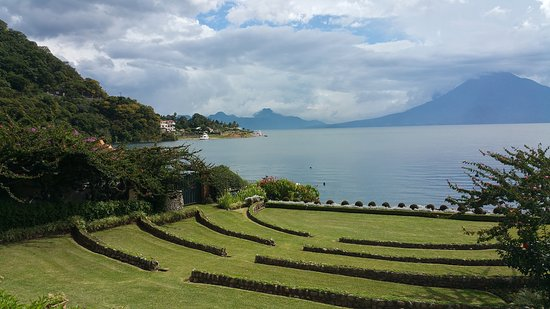 Hotel Atitlan: Grounds - view from the restaurant