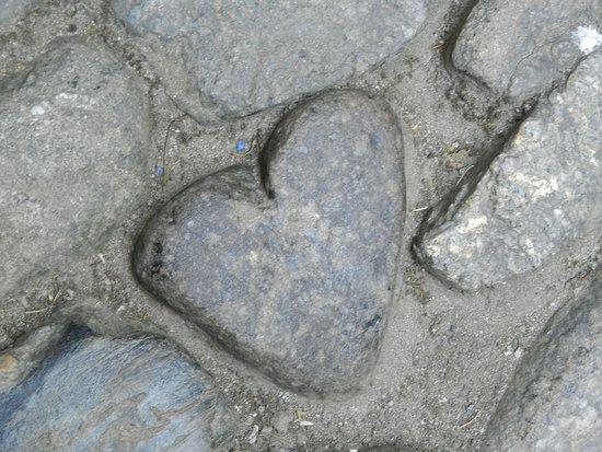 Marazion, UK: Giant's heart in the cobblestone path