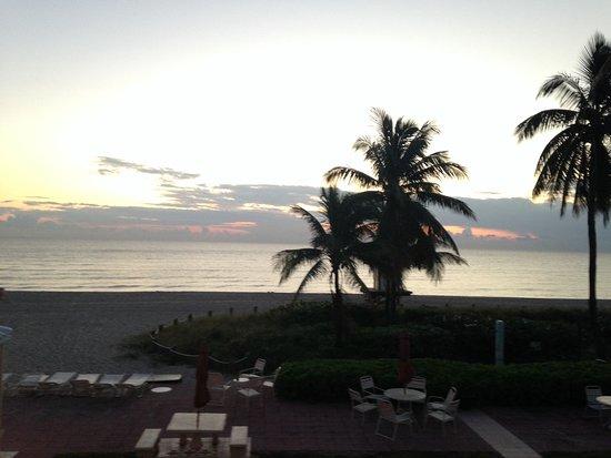 Manta Ray Inn: sunrise from the room