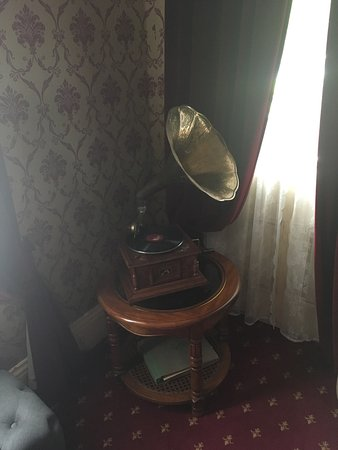 Blackheath, Australia: The room + gramophone in the living room.