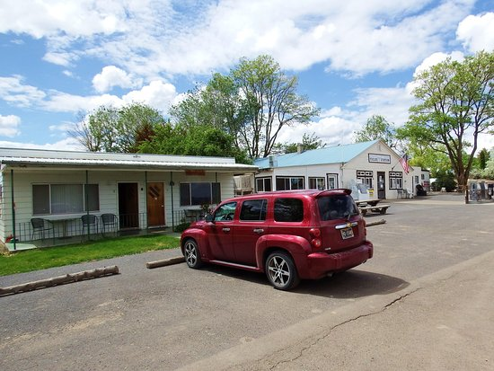 Fields, OR: Two Motel Rooms and 1 House for Overnight Stays